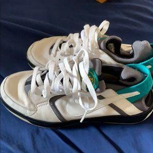 Women's size 8 Nike Huarache running shoe!!